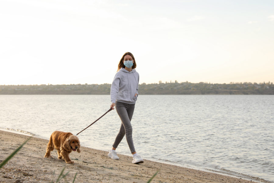5 social distancing tips for walking your dog